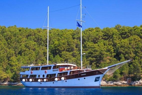 Gulet Cesarica charter